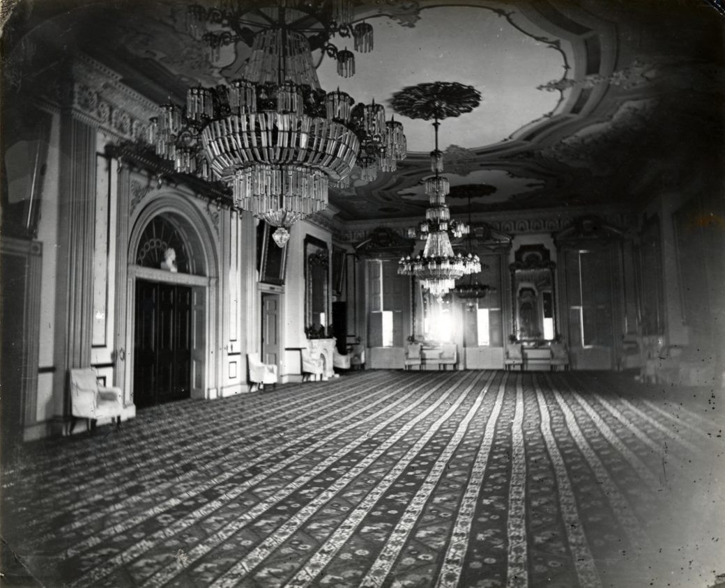 The Chandeliers of the East Room - White House Historical ... on catherine palace floors, empire state building floors, madison square garden floors, paris floors, eiffel tower floors, willis tower floors,